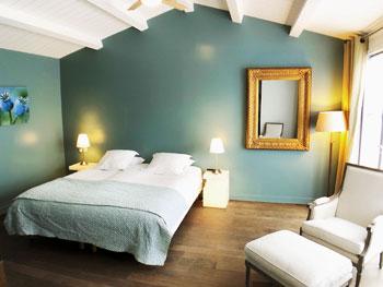 chambre charme superieur dans notre hotel sur l'ile de ré