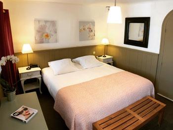 chambre classique dans notre hotel sur l'ile de ré