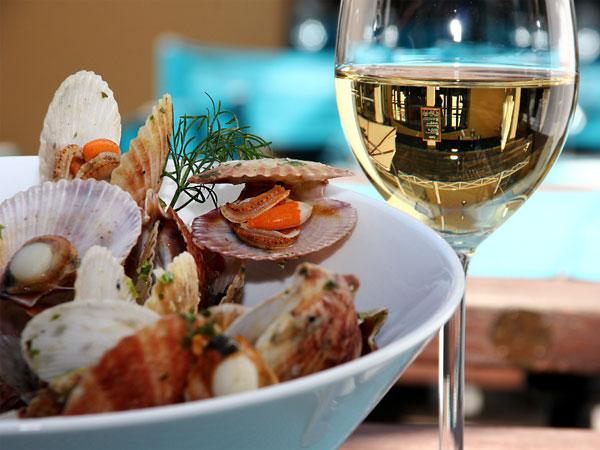 assiette de petoncles au restaurant de l'hotel l'océan sur l'ile de ré